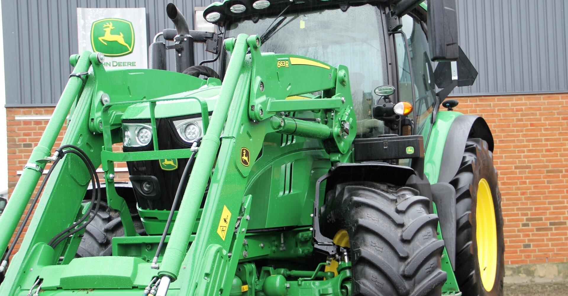 Frontlæssertraktor spækket med udstyr