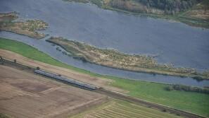 Miljøminister om grødeskæring i Gudenåen: - Kommunen skal følge reglerne