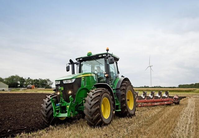 Danish Agro snupper John Deere i hele Estland