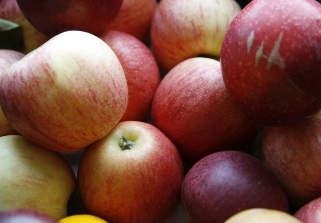 Sprøjtegift-rester i hver anden frugt