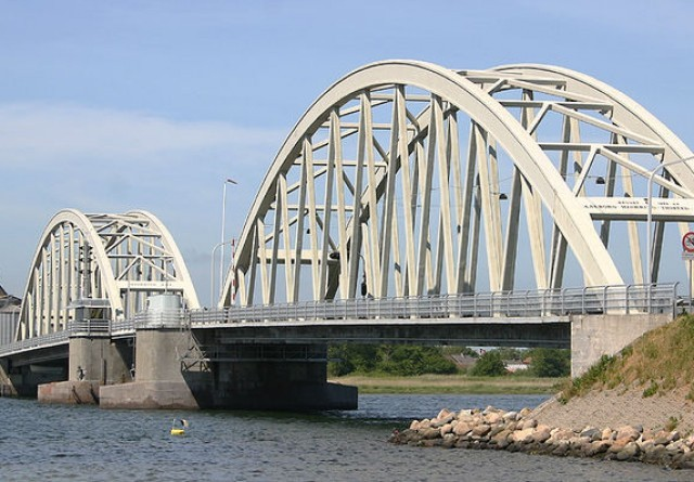 Arbejde på Aggersundbroen deles op