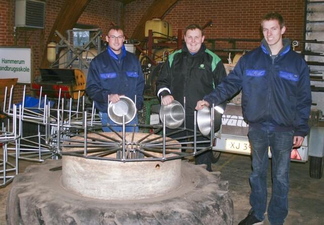 Kvikke elever byggede kalveskålevasker af storkerede