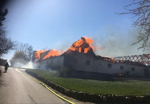 Stor brand på gård i Helsinge