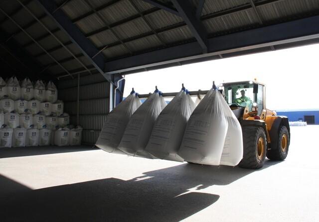 Gødnings-industrien rider stormen af