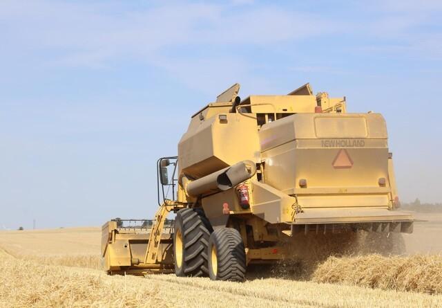 Landmænd udviser ansvarlighed i høst-varmen