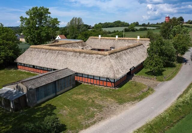 Åbent hus på bondegård med historiske detaljer
