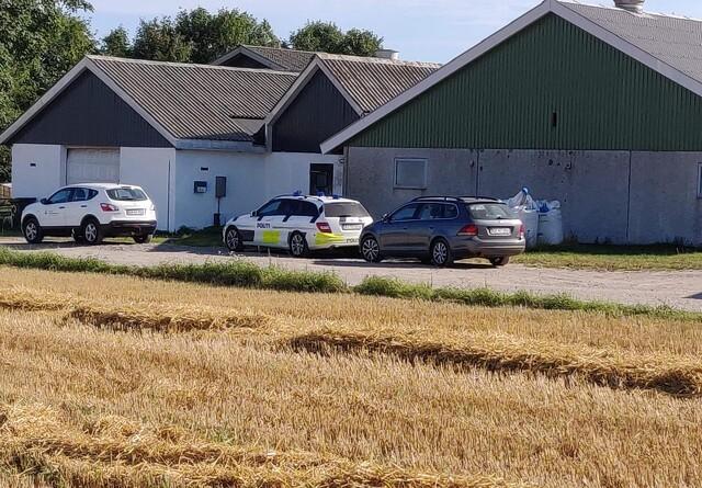 Politiet bekræfter deltagelse i kontrol hos svineavler med seks mand