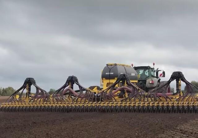 Bednar tester 12 meter såmaskine i Danmark