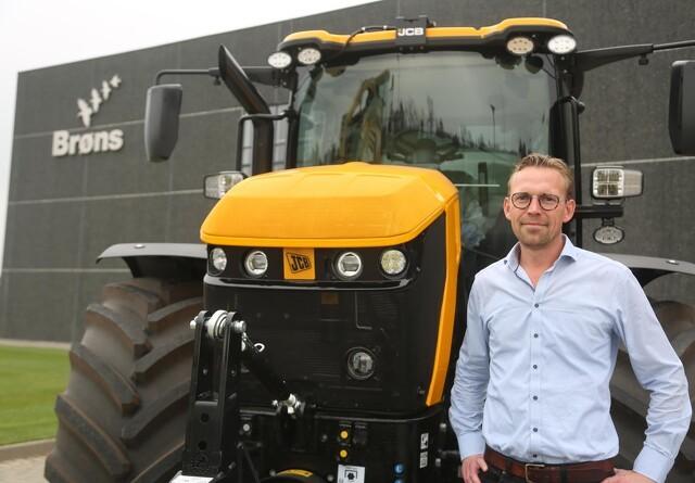 Den første JCB-traktor fra ny importør er solgt
