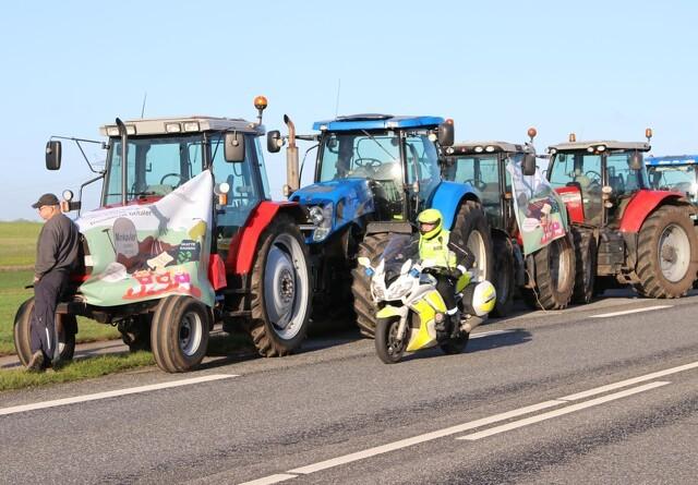 86 traktorer krydser Storebælt lørdag morgen