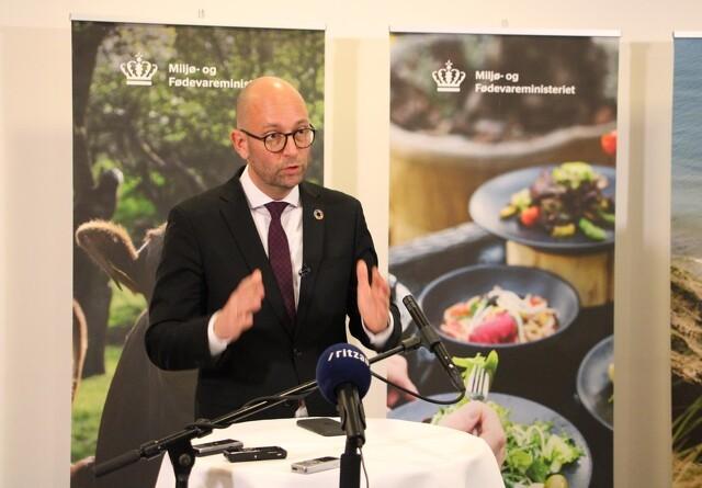 Fødevareminister skærper kontrol med dyrevelfærd