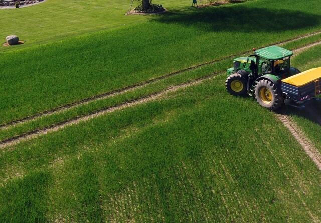 Tæt spredebillede sikrer færre spor i marken
