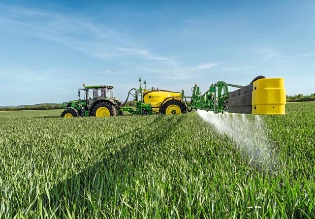Nyt monterings-sæt sikrer samme sikkerhed i traktoren, som den selvkørende sprøjte