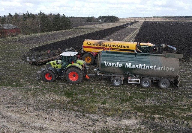 Buffervogne sørger for gylle til Vredo