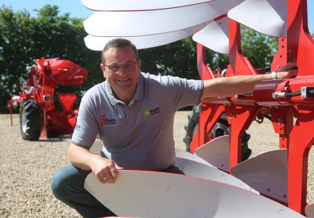 Hele Danmarks plov-specialist med vind i sejlene