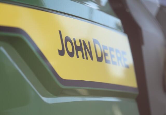 John Deere hæver indtjeningen gevaldigt i tredje kvartal