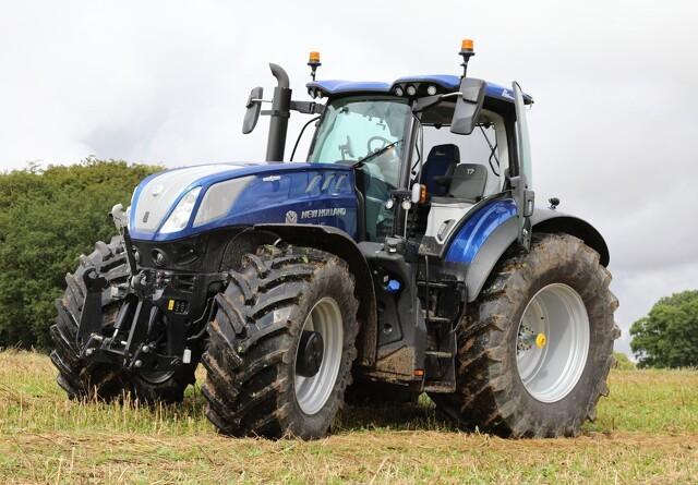 New Hollands T7 HD traktor kører til markdemo