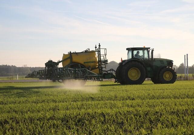 Landmænd sprøjter mindre
