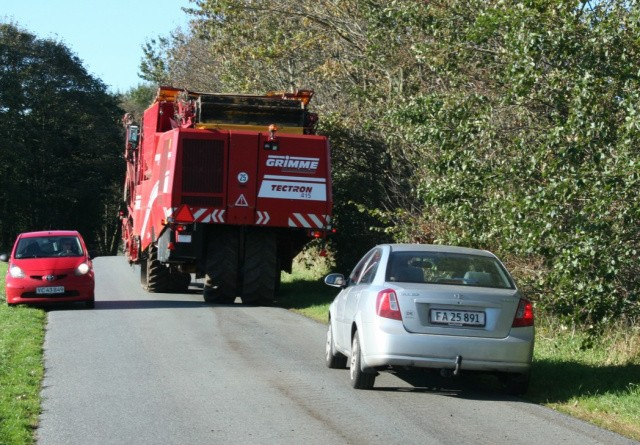 Transportminister skal se på gyllevogne og bæltekøretøjer