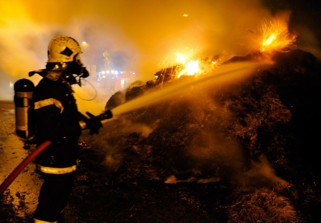 Halm sat i brand på Lolland-Falster