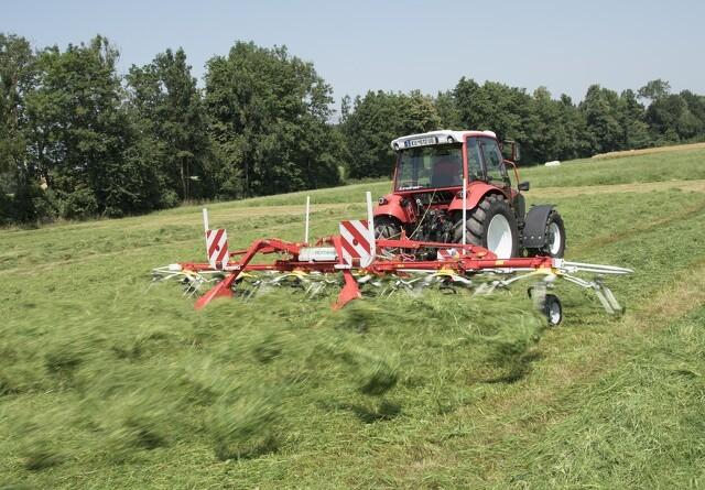 Ny Pöttinger rive til mindre landbrug