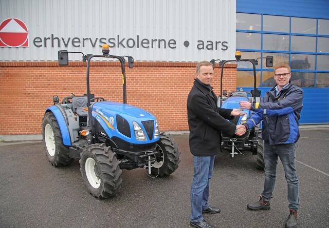 Aars udvider med blå traktorer
