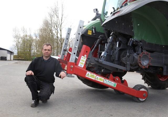 Traktoren kører uden baghjul