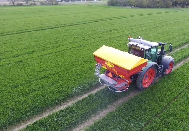Scanner marken og regulerer kvælstoftildelingen