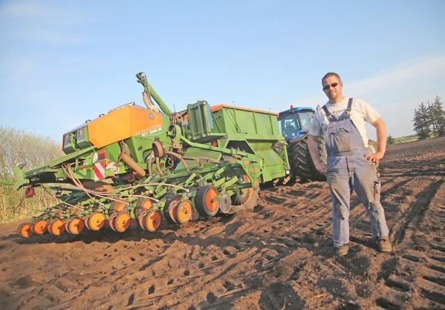 Majssåmaskinen som blev krydset med en traktor