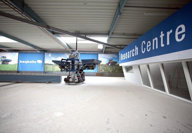 Bogballe tester gødninger i en 1600 kvadratmeter hal