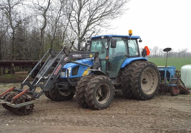Traktor stjålet midt i påskens markarbejde