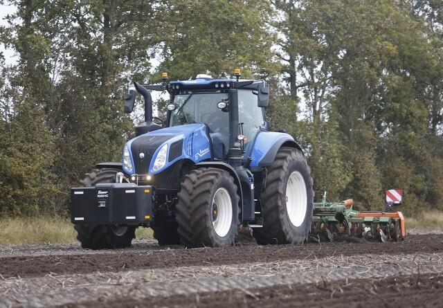 Mange nyheder i den store ende af traktor-skalaen