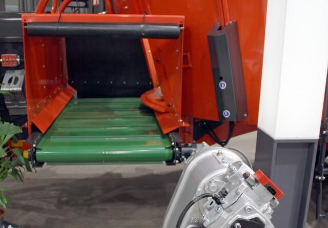Fuldfodervognen kan nøjes med en mindre traktor