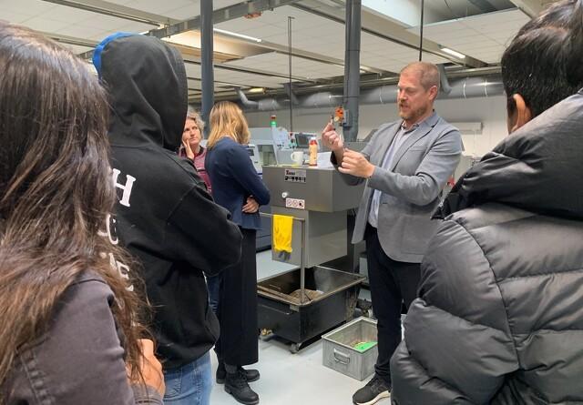 Maskinfabrik inspirerer de unge