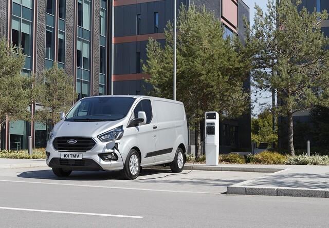Elektrisk varebil med benzingenerator til Danmark