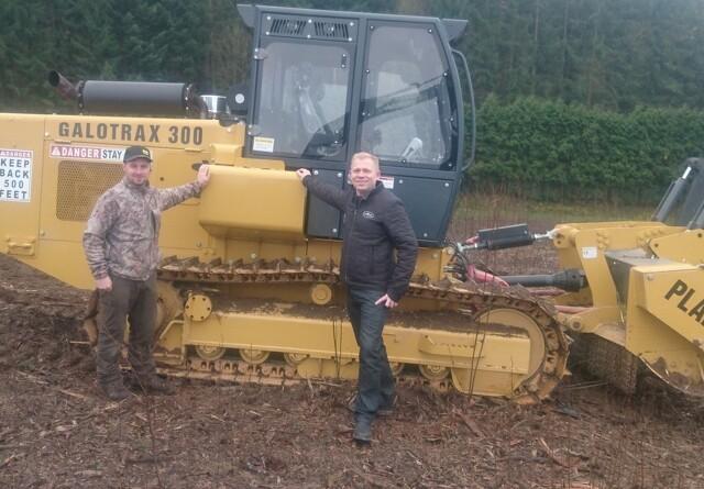 Skovmek henter store skovtraktorer til Danmark