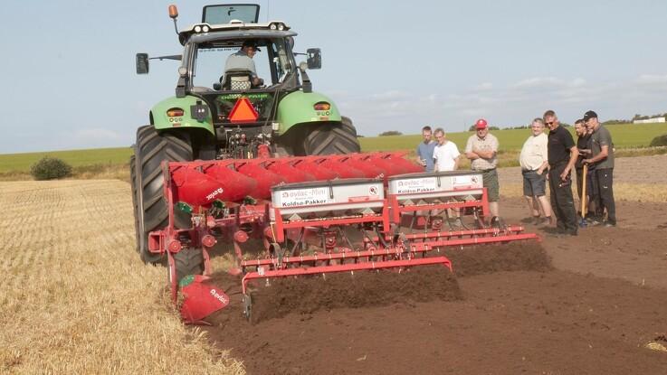 35 landmænd så skrælpløjning midt i høsten