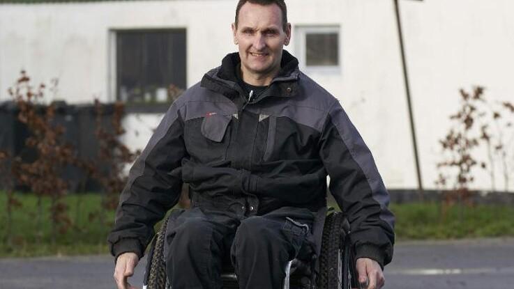 Kørestolsbruger fortsætter søgen efter stjålet traktor på nettet - politiet forventer han ikke meget af