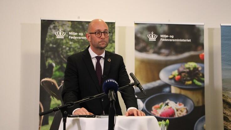 Fødevareminister rækker hånden ud: Vil tale til demonstration og genskabe tillid