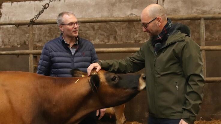 Minister lover at lytte til landbruget