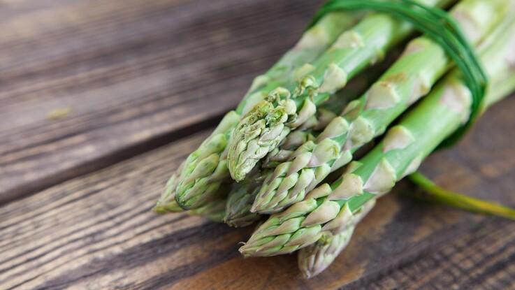 Efter sen nattefrost: Gårdbutik må smide flere hundrede kilo asparges ud