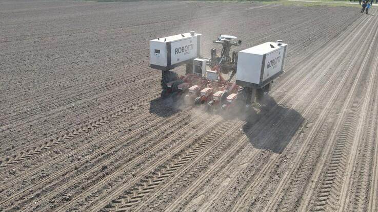 Agrointelli demonstrerer markrobot