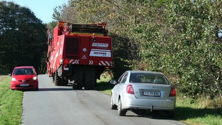 Det skal være lettere at køre med bæltekøretøjer på vejene