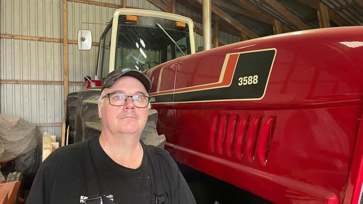 De røde traktorer dominerer den store samling