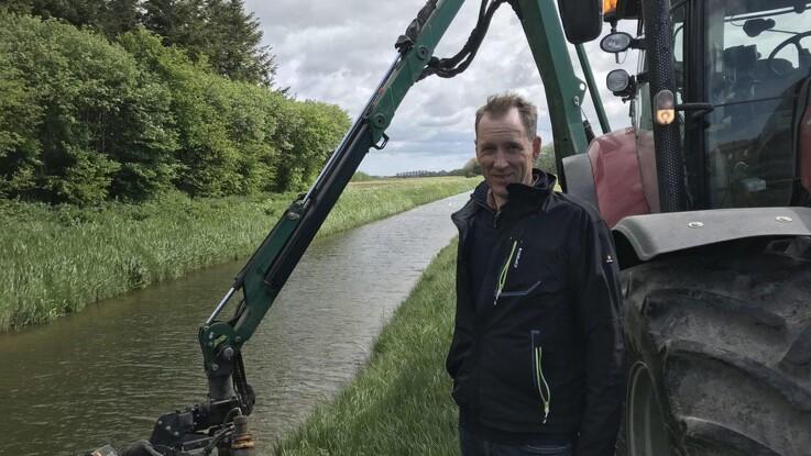 Henrik er ikke bare landmand - han renser også vandløb op for kommunen