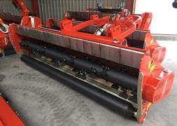 Kuhn VKM 305 Manuel forskydning  kan leveres med hydraulisk