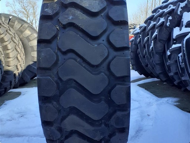 Michelin 550/65-25 Regummieret